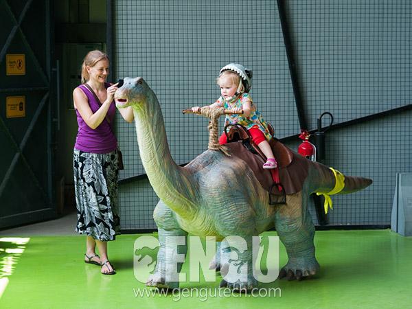 行走騎乘恐龍